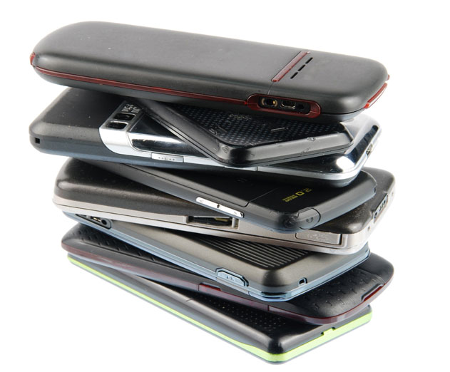 The Wealth of Mobile Users with Not So Obsolete Devices