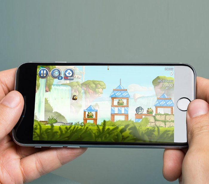 Mobile gaming and header bidding